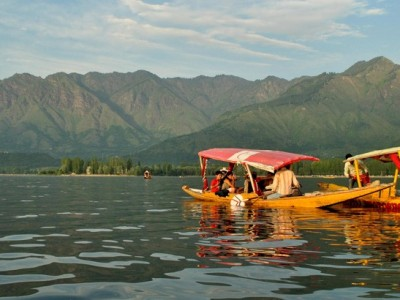 Fascinating Kashmir Tour Package From ezeego1