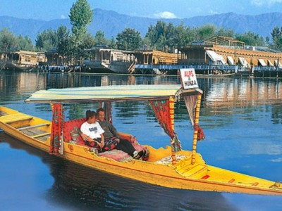 Explore Charismatic Kashmir Tour Package by Make My Trip