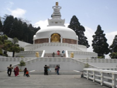 Beautiful Gangtok & Darjeeling Tour Package By Make My Trip