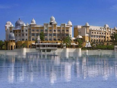 Romantic Getaway – The Leela Palace Udaipur Package From Make My Trip