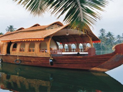4 Nights Munnar Thekkady & Alleppey Package