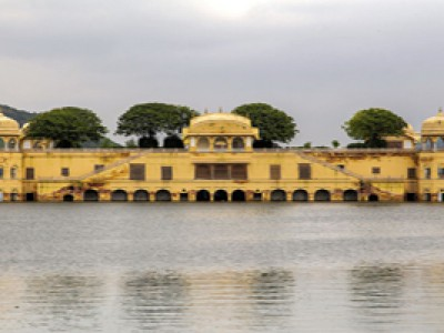Explore Golden Triangle with Indian Holidays
