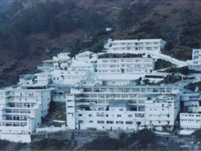 Spellbinding Kashmir with Vaishno Devi By Yatra