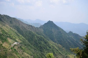 Explore Verdant Valley & Old Temples of Kanatal With Yatra