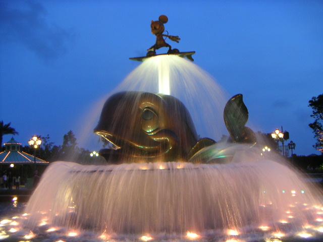 http://www.traveldealsfinder.com/wp-content/uploads/2010/12/Hong-Kong-Disneyland-Fountain.jpg