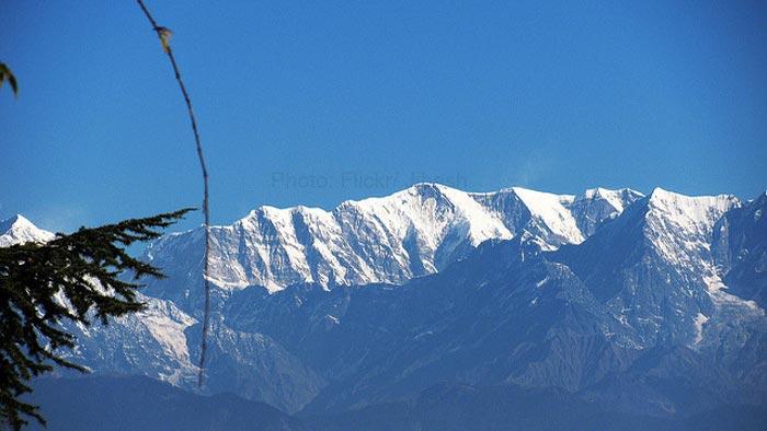 Panoramic-view-of-the-Himalayas-from-Kausani