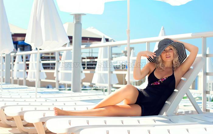 Girl-on-Cruise_74473276