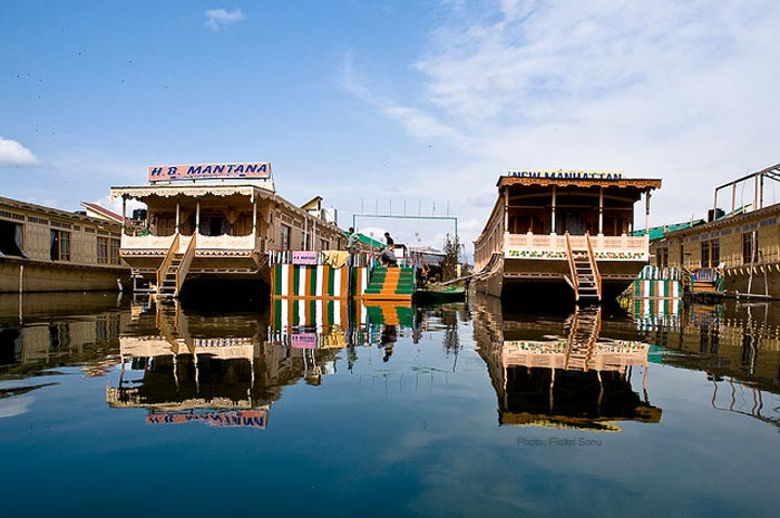 House-boats-dal-lake