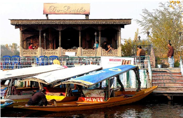 De-Laila-Group-of-Houseboat-in-kashmir