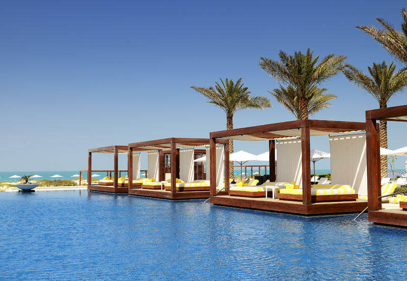 Luxury-Hotel_105675332