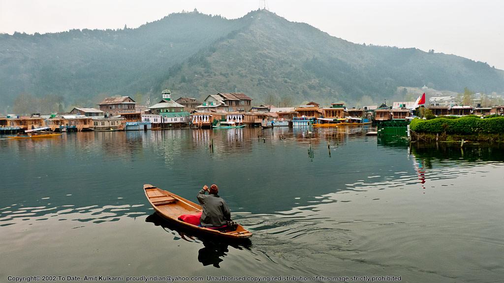 Dal-Lake-and-Shankaracharya-Temple
