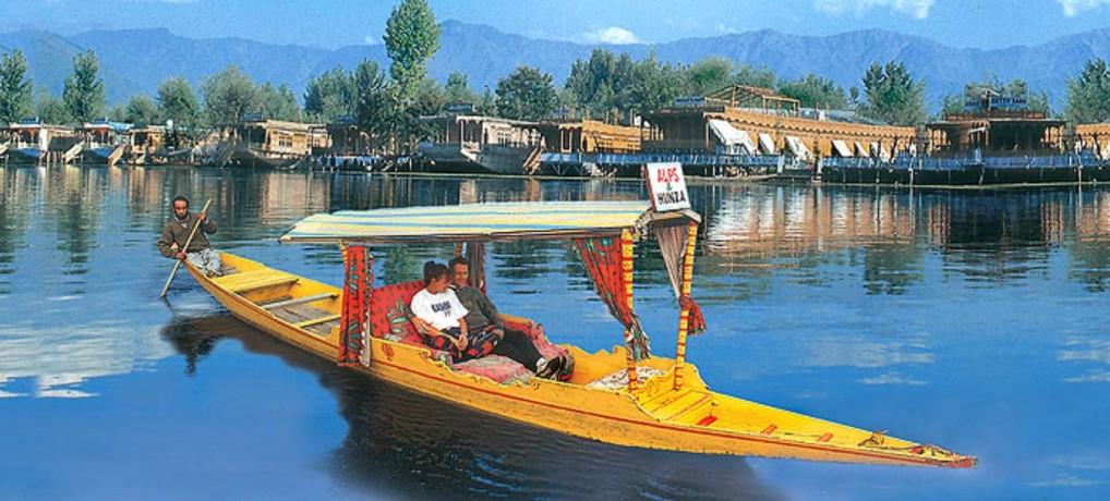 Shikara-On-Dal-Lake-