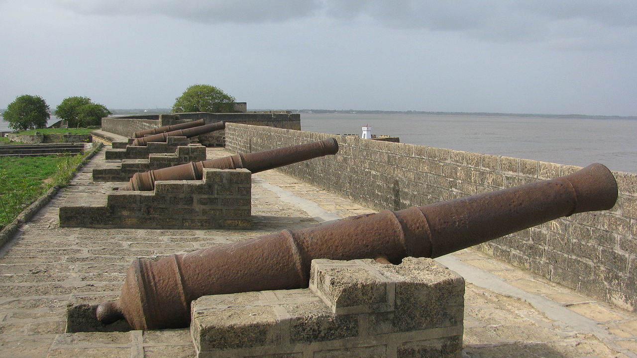 1280px-Diu_Fort_Fixed_Cannons