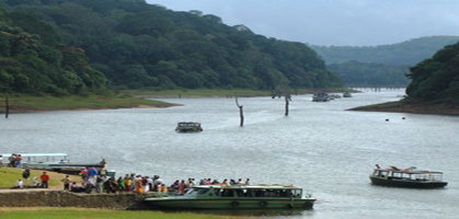 Boat safari in Periyar's Tiger Reserve