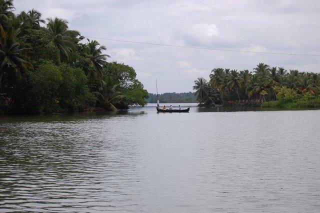 Cruise boat ride in ashtamudi