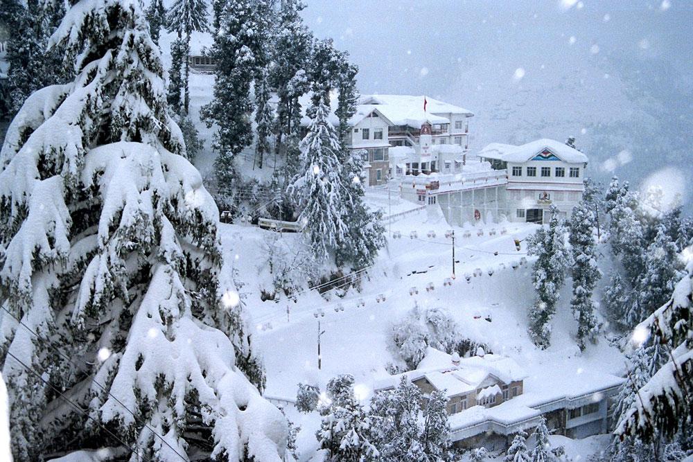 Snowfalling in Chamba