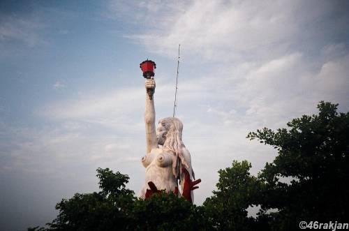 Statue Ashtamudi Lake